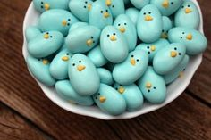 Jordan Almonds made into little blue birdies! Except I don't like jordan almonds.maybe I can find something else that will work. Hoppy Easter, Easter Eggs, Easter Food, Easter Chick, Easter Stuff, Easter Brunch, Easter Decor, Holiday Treats, Holiday Fun