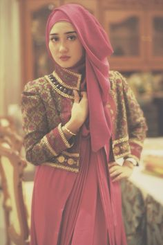 Dian Pelangi - INDONESIAN FASHION DESIGNER (http://dianpelangi.com/about-us/about-designer-biography/)