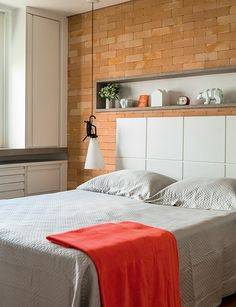 Cabeceira com nichos; quartos; headboard; bedroom; niches; shelves.