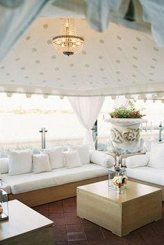 By the beach wedding lounge. Photography by Jemma Keech via Style M. Pretty #weddinglounge #beachwedding