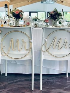 Mr & Mrs en bois, le détail très tendance pour votre mariage ! Mr Mrs, Wreaths, Home Decor, Woodwind Instrument, Decoration Home, Door Wreaths, Room Decor, Deco Mesh Wreaths, Home Interior Design