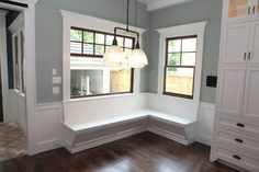 a breakfast nook or a window seat wouldn't be too hard to build into a house right? cuz i just love them thought of them.