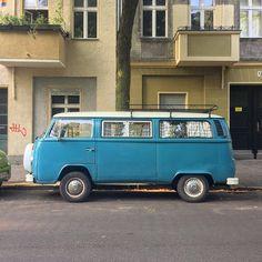 Volkswagen T2 Bulli / Kombi Camper Van #VW #Volkswagen #VWvan #VWVanagon #vwbus #T2 #bulli #vwbulli #vwkombi #kombi #baywindow #VWT2 #westfalia #vwcamper #projectvanlife #vanlifers #vanlifediaries #vwcampervan #vanlife #van #soloparking...