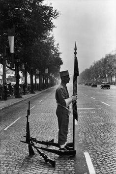 Henri Cartier-Bresson, Champs-Élysées, Paris 1969.
