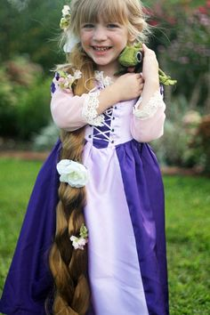 DIY (How To) Rapunzel dress and hair tutorial. This is fabulous! By googiemama