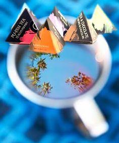 Poco azul... para tanto cielo :) ¡Porque sois unos cielos! Hoy estamos muy de viernes, con el ánimo por las nubes :) Y es que miramos a la taza de té que nos estamos tomando y sólo vemos el cielo azul del verano!! #lateterazul #fridayfeeling #friday #holidays #summer #summertime #summerholidays #verano #vacaciones #azul #cielo #infusión #infusiones #palmeras  #feelings #feelinggood #happy #happyfriday #felizviernes #julio #agosto