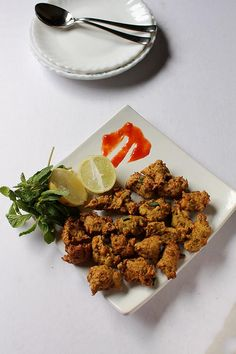 Corn Pakoras recipe, How to make Corn Pakoras:Corn Pakoras a typical deep fried Indian snack! Corn is known as Bhutta in India, fritters known as pakoras. Indian Sweets, Indian Snacks, Indian Food Recipes, Ethnic Recipes, How To Make Corn, Food To Make, Corn Recipes, Vegan Recipes, Corn Fritters