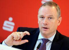 Der Chef des Sparkassenverbandes schließt Strafzinsen für private Sparguthaben…
