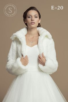 Winter / Autmun Wedding Stole Mink Fur Imitation Will keep You warm during the wedding for sure ! Made from mink fur imitation Changes possible. Winter Wedding Coat, Bridal Shrug, Mink Fur, Mode Style, Formal Dresses, Wedding Dresses, One Shoulder Wedding Dress, Wedding Photos, Winter Jackets