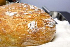 Eh sì, avete capito bene: PANE SENZA IMPASTO! Avevo letto di questo pane in vari blog, ma ero sempre stata un po' titubante. Una delle sue caratteristiche