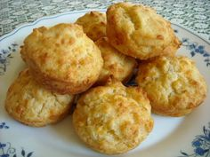 Cheese muffins are great as savory snacks and fantastic as a breakfast with jams and preserves. Try this easy cheese muffin recipe, your family will love you. Quick Biscuit Recipe, Quick Biscuits, Savory Muffins, Cheese Muffins, Atkins Recipes, Low Carb Recipes, Diabetic Recipes, Muffin Recipes, Breakfast Recipes