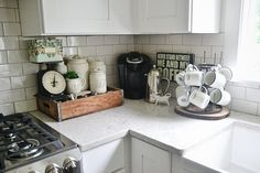 Kitchen Coffee Bar Ideas – Kitchen Coffee Bar PICTURES Small apartment living life hack – smart kitchen ideas for a coffee bar in a small kitchen - Style Of Coffee Bar In Kitchen Coffee Decor, Kitchen Remodel, Coffee Kitchen, Kitchen Decor, Coffee Bar Home, Kitchen Countertops, Kitchen, Coffee Nook, Dark Kitchen Countertops