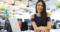 CEO and co-founder of the Australian company Melanie Perkins is now the youngest female entrepreneur to have reached unicorn status. Dollar Shave Club, Online Graphic Design, Graphic Design Software, Thing 1, Photoshop, Investment Companies, Young Entrepreneurs, Young Female, Tool Design