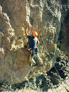 Maneras de escalar: Escalada deportiva: premosquetonear el primer segu...
