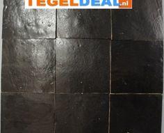 Zwarte Zelliges wandtegels, Marokkaanse tegeltjes, 10 x 10 cm   Zellige, ook wel Marokkaanse wandtegels genoemd, hebben elk een unieke uitstraling. Ieder tegeltje heeft een andere kleurschakering. De tegeltjes hebben een onregelmatig oppervlak en randafwerking. De randen zijn schuin gekapt.