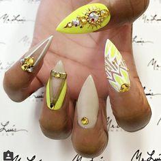 Poderá usar: Cores de Gel Glimmer Néon acid yellow e So Creamy. Nail Art: Gel one stroke queen white! www.biucosmetics.pt