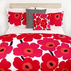 Bring classic Marimekko style to the bedroom with this iconic Unikko print duvet cover. Crafted from cotton percale with a 300 thread count, it features the signature bold floral print designed b Red Bedding, King Bedding Sets, Duvet Bedding, White Bedding, Comforter Sets, Luxury Bedding, Linen Bedding, Bed Linens, King Comforter