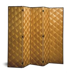 JEAN-MICHEL FRANK  (1895-1941). A LARGE FOLDING SCREEN, CIRCA 1925 Five leaves, with fan pattern in marqueterie de paille on both sides, in a black painted wood frame.