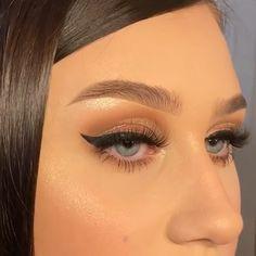 So stunning 🤩🤩😍 By: Eyebrow Makeup Tips, Makeup Eye Looks, Eye Makeup Steps, Makeup For Brown Eyes, Pretty Makeup, Eyeshadow Makeup, Hair Makeup, 90s Makeup Look, Glam Makeup