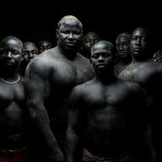 """Denis Rouvre- """"Lamb""""- Ces lutteurs sénégalais ont reçu un World Press Photo en 2010."""