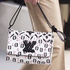 Zoom in on the patterns presented at the #LouisVuitton #LVFall Fashion Show