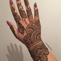 Henna @creativelytwohenna