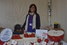 Biancaneve?...Grimilde?....ma no! è Nadia di Hérisson con le sue mele (non avvelenate) (Ph. Foto Studio Azais)