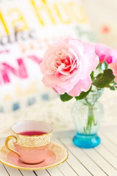 Love roses, vintage tea cups and the color pink. Vintage Tea, Wedding Decor, Cuppa Tea, Colorful Roses, My Cup Of Tea, Everything Pink, Coffee Break, Coffee Cup, High Tea