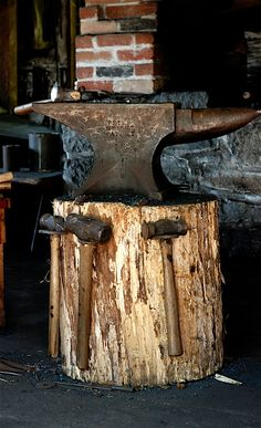 Love to have an anvil like this, I do have my Poppy's old *ball pin* hammer.