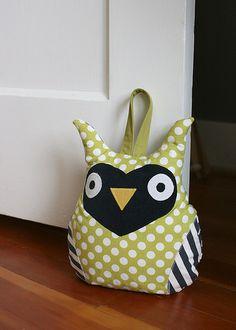 owl door stop Owl Fabric, Fabric Crafts, Sewing Crafts, Sewing Projects, Projects To Try, Owl Doorstop, Owl Classroom, Owl Crafts, Owl Patterns