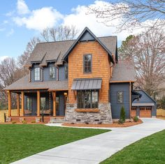 This absolutely beautiful modern farmhouse style home was designed by Pike Properties, located in Charlotte, North Carolina. Modern Farmhouse Exterior, Modern Farmhouse Style, Farmhouse Homes, Farmhouse Plans, Urban Farmhouse, Design Exterior, Exterior House Colors, Black House Exterior, Style At Home