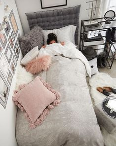Find the most cozy, modern and luxury dream rooms for women here. Find the most cozy, modern and luxury dream rooms for women here.