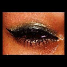 Emerald gold makeup