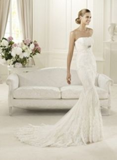 Pronovias Wedding dress Lace & tulle with rebrode lace application