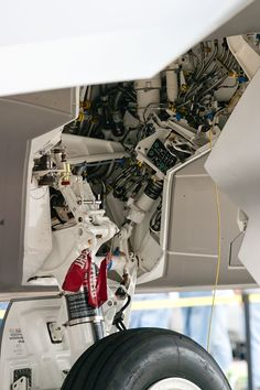 Details we like / Aircraft / Intestines / Mechanics / Engeneering / Form Follows Function