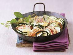 Zucchinigratin mit Apfelscheiben ist ein Rezept mit frischen Zutaten aus der Kategorie Kernobst. Probieren Sie dieses und weitere Rezepte von EAT SMARTER!