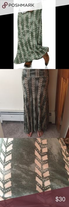 Billabong Mastermind Maxi Skirt NWOT Looking for the perfect skirt to wear on vacation? This mastermind skirt has got you covered, wear it to the beach and/ or dinner and you'll have heads turning 😉 Billabong Skirts Maxi
