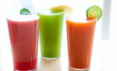 #batidos, opción al desayunar. Te ayudarán a mantenerte sano y controlar el peso. Mezcla y combina las frutas, por ejemplo: 1 taza de frambuesas 64 kcal. 1 taza de arándanos 50 kcal. 1 naranja 65 kcal. o uno plátano 100 kcal. Si lo combinas con 1 taza de leche entera 145 kcal o bien puedes sustituirlo por un yogurt.
