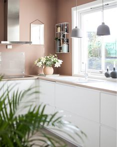 Varmt og vårlig på kjøkkenet - Lady Inspirasjonsblogg Kitchen Dinning Room, Kitchen Paint, Bedroom Color Schemes, Bedroom Colors, Interior Design Kitchen, Interior Decorating, Secret Rooms, Barbie Dream House, Home Kitchens
