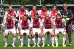 Ajax reist woensdagochtend met 21 spelers naar Frankrijk waar om 19.30 uur de wedstrijd tegen Saint-Étienne wordt gespeeld. Aanwinsten Yaya Sanogo en Amin Younes zitten bij de selectie, Viktor Fischer ontbreekt. De Deen sloot zich een week geleden bij de groep aan en focust zich op de Champions League-wedstrijden tegen Rapid Wien.