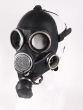 Masque à gaz noir armée militaire avec filtre kaki et sac marron post apo