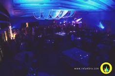 Lineas de luces y telas para mejorar el techo del salon! www.relumbra.com
