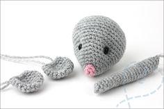 Haken: Schattige baby muis (Gratis haakpatroon) - Nobody ELSe : Nobody ELSe Crochet Elephant, Cute Elephant, Crochet Lace, Free Crochet, Crochet Hedgehog, Baby Raccoon, Crochet Patterns Amigurumi, Learn To Crochet, Small Gifts