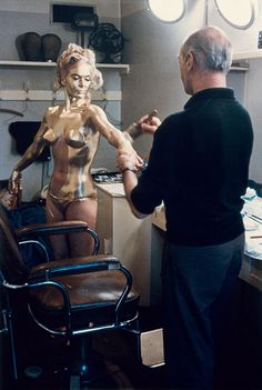 Shirley Eaton getting painted in gold (1500x2236 pixels)