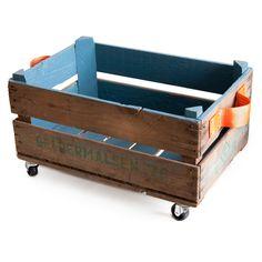 Ook al een tijd op zoek naar een mooie opbergbox voor rondslingerende spullen? Deze opbergbox met wielen is ontzettend sfeervol en handig om al je spullen, zoals tijdschriften, speelgoed en schoenen in op te bergen.