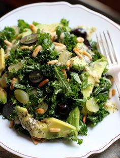 Meatless Monday: Massaged Kale Salad with Poppy Seed Dressing. THE BEST kale salad ever! I'm a believer now of massaged kale. Raw Food Recipes, Lunch Recipes, Salad Recipes, Vegetarian Recipes, Cooking Recipes, Healthy Recipes, Drink Recipes, Grape Recipes, Healthy Salads