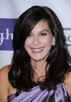 Teri Hatchers long layered brunette hairstyle