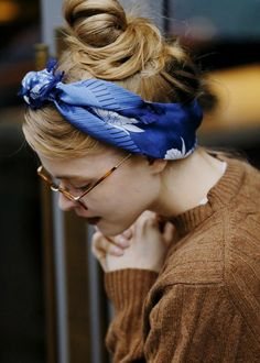 Silk Scarf in Your Hair My Hairstyle, Scarf Hairstyles, Chic Hairstyles, School Hairstyles, Hairstyle Ideas, Outfits Hippie, Look Retro, Hair Arrange, Beauty And Fashion