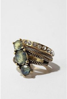 Pretty ring. I love rings, they are my favorite type of jewelry. ♥