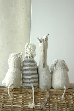 Too cute - Knit toys - couldn't find the original site. Found it! Pattern by Chris de Longpre, Knitting at Knoon and available from Patternfish, $12